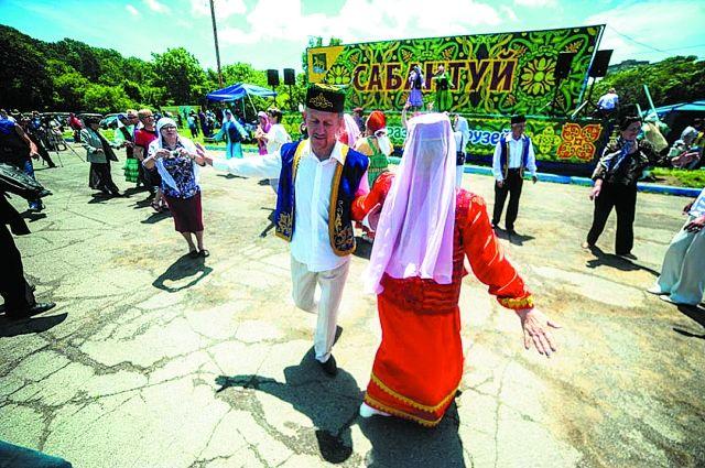 Музыка и пластика танца раздвигают национальные границы.