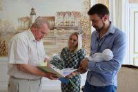 Антон Литвинов стал трехтысячным калининградцем, рожденным в 2016 году.