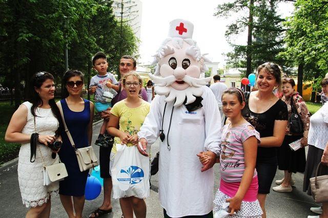 Дети и взрослые сразу полюбили доброго доктора Айболита.