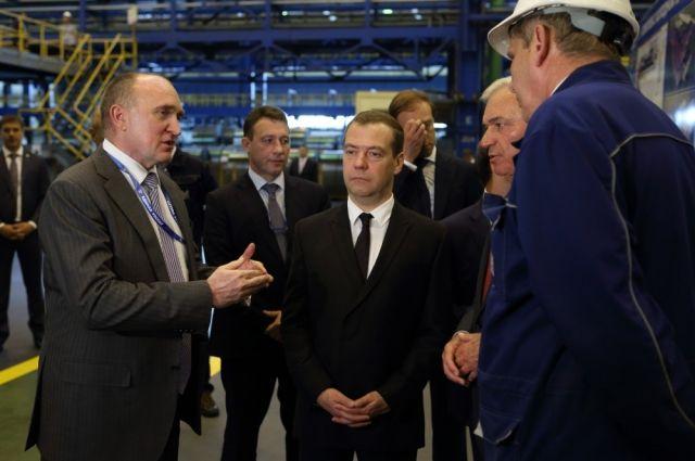 Вместе с Борисом Дубровским премьер-министр осмотрел комбинат.