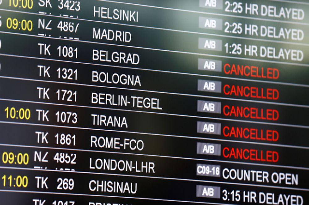 Авиасообщение восстановлено. Идет прием и отправка рейсов, однако, по данным турецких СМИ, их меньше, чем обычно.