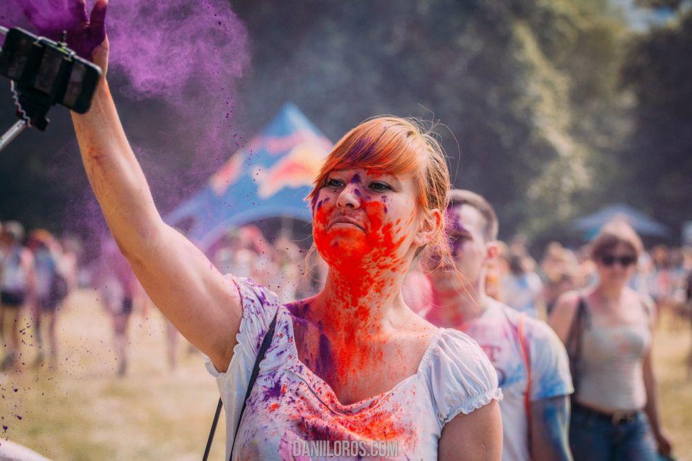 Холи - традиционный ежегодный индийский праздник весны и ярких красок