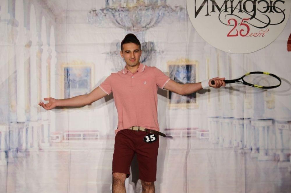 Конкурсанты предстали перед членами именитого жюри в разных жанрах сценического искусства. На фото Павел Андреев.