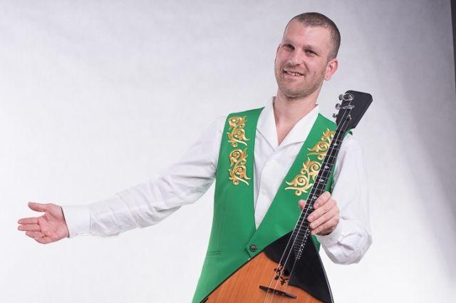 Андрей Кириченко - балалаечник, солист калининградского оркестра русских народных инструментов.