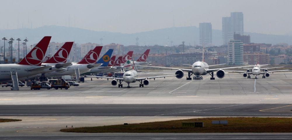 Международный аэропорт «Ататюрк» после теракта.