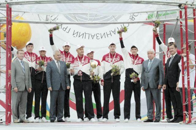 Кубок президента нефтяной компании впервые уезжает в Сибирь, хозяева из Перми заняли на спартакиаде второе место.