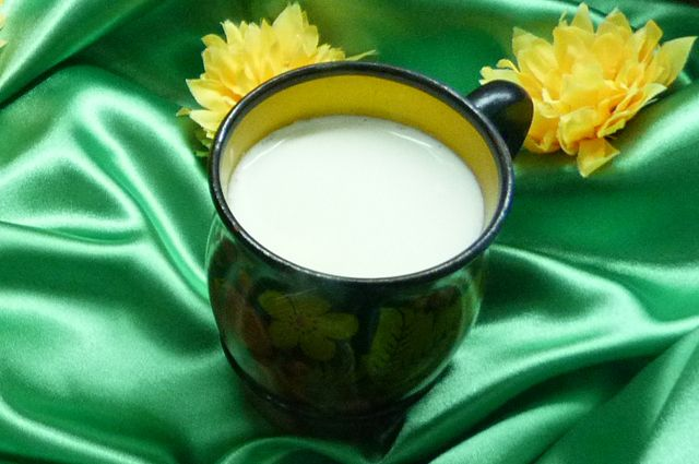 Производители идут по пути наименьшего сопротивления - делают молоко из того, что есть.