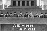 Трибуна Мавзолея в день похорон Иосифа Виссарионовича Сталина.