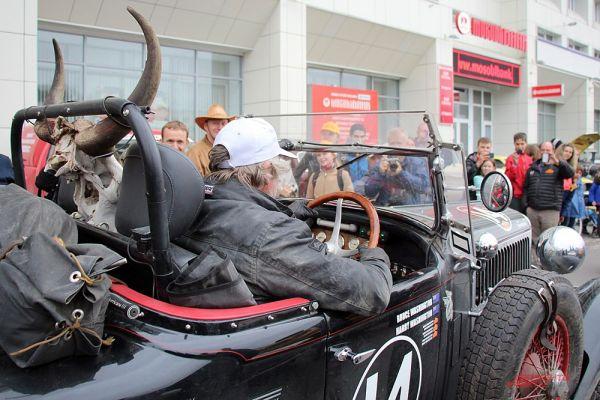 Chrysler 75 Roadster был украшен рогами животного.