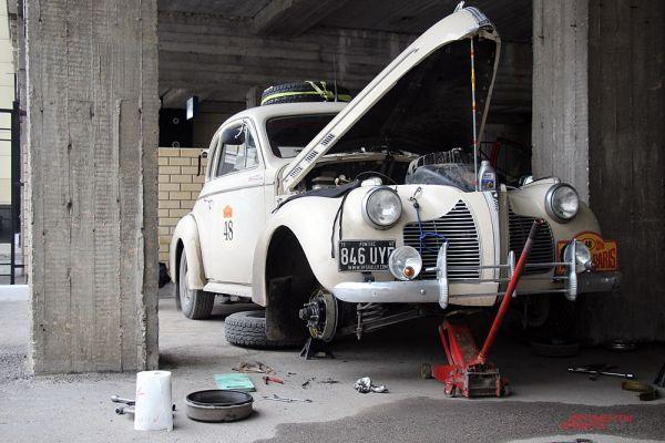 Сразу после финиша Pontiac Coupe был отправлен на ремонт.