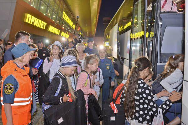 Ночью 30 июня 15 детей и педагог ансамбля «Бисеринки» прибыли из Стамбула в Казань