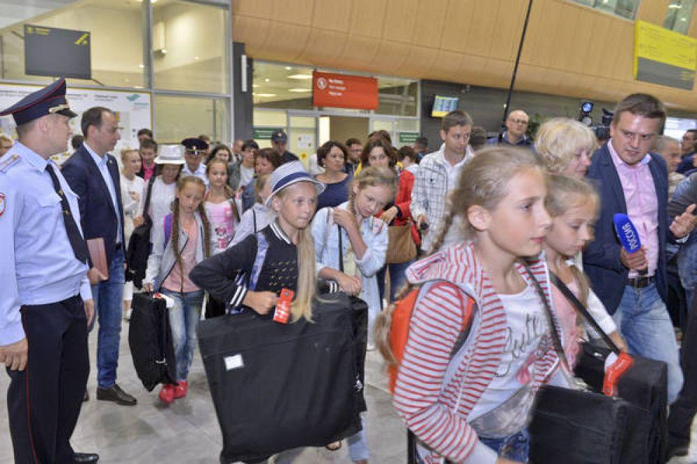 Сразу из аэропорта детей отвезли в один из отелей города
