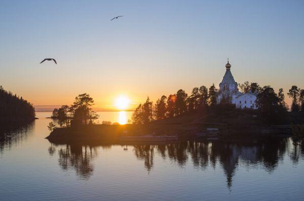 Валаам. Архипелаг в Ладожском озере - центр паломнического туризма.