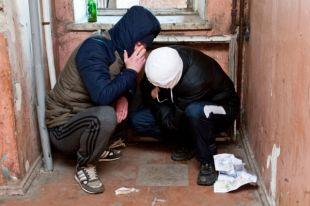 Кто и как возвращает к жизни наркоманов?