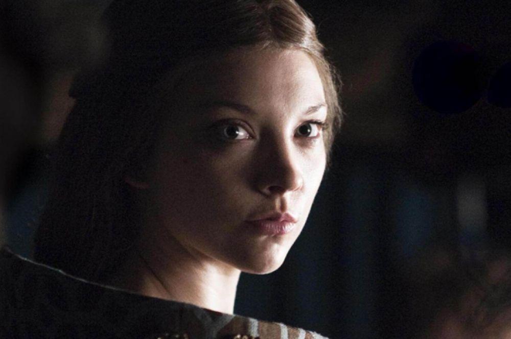 Маргери Тирелл. Последняя серия шестого сезона заставила зрителей попрощаться сразу с десятком персонажей – одной из них оказалась жена короля Томмена Маргери Тирелл, которая так близко подобралась к Железному трону.