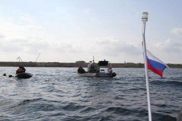 На воде дежурило два катера Государственной инспекции по маломерным судам Главного управления МЧС России по г. Севастополю.