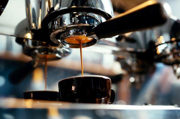 Кофе. Вызывает жажду и обезвоживает.