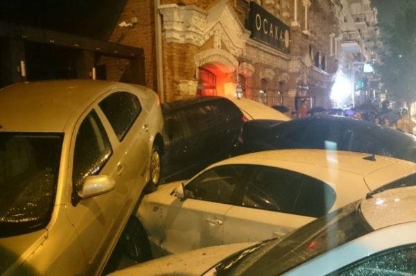 Последствия аномального ливня 30 июня на проспекте Будённовском заснял Сергей Задорожный.