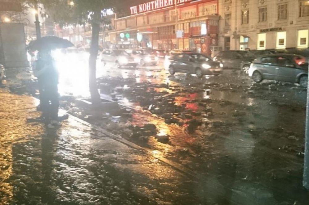 Остаётся только гадать, что пережили люди, оказавшиеся на улице во время стихии.