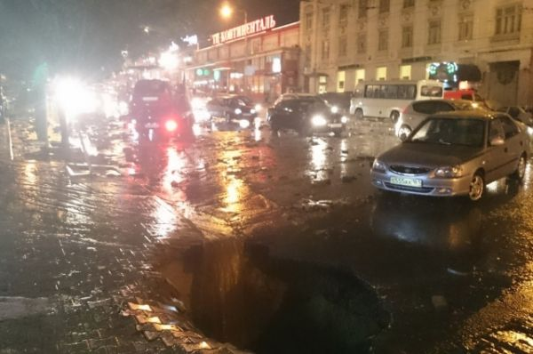 В это день в Ростове за несколько часов выпало до 25 миллиметров осадков - половина месячной нормы.