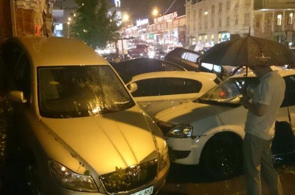 Семьи пострадавших из-за ливня, прошедшего в Ростове 30 июня, получат материальную помощь.