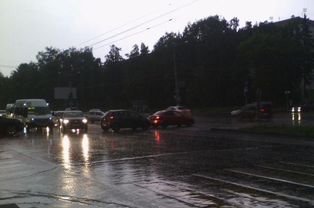 В Красноярск идут дожди с грозами.