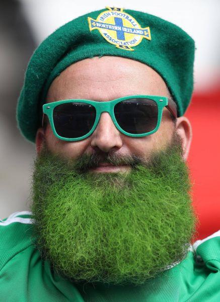 Североирландский бородатый поклонник своей команды