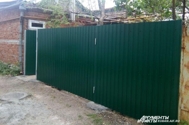 ЖЕлезный забор вокруг сквера снесут.