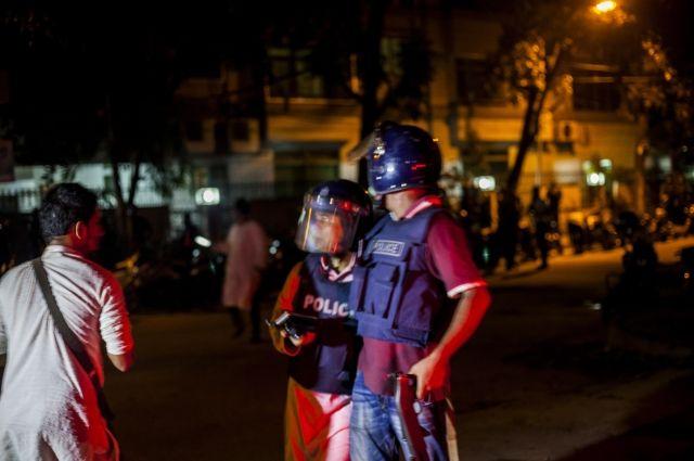 Напавшие наресторан вБангладеш боевики убили 20 иностранцев