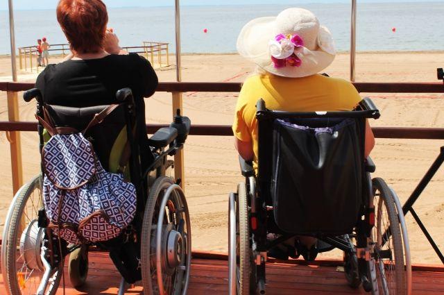 Первый пляж для инвалидов расположился в Солнечном.
