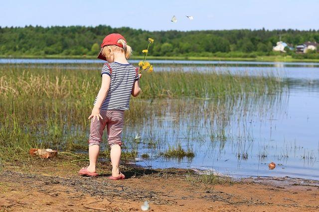 Многие кировчане в жару ищут спасение у воды