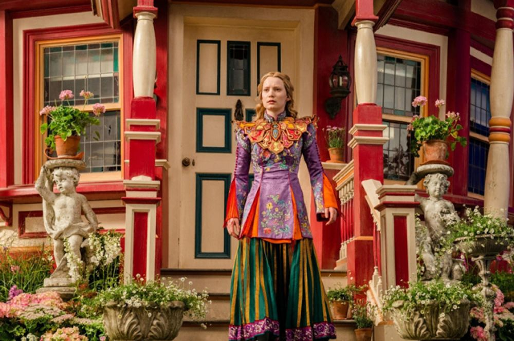 В 2016 году вышел сиквел фильма — «Алиса в Зазеркалье» режиссёра Джеймса Бобина.