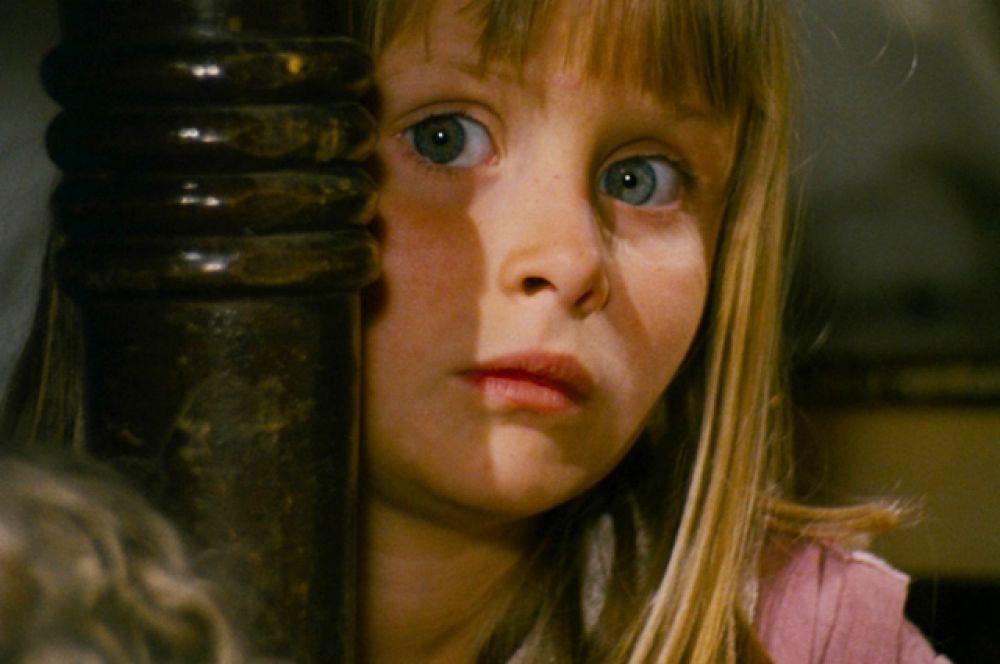 «Алиса», известный также под именем «Сон Аленки» (1988) чешского режиссёра Яна Шванкмайера называют самой безумной версией Кэрроловской «Алисы в Стране чудес».