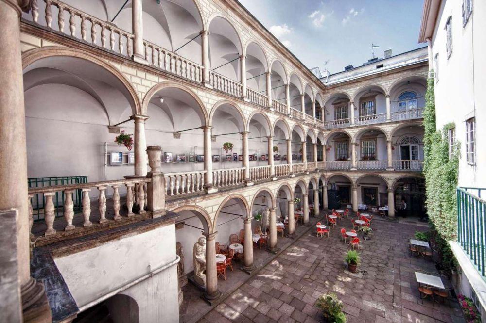 Итальянский дворик во Львове