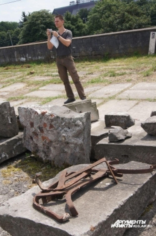 Элементы замка, ранее обнаруженные на месте раскопок.
