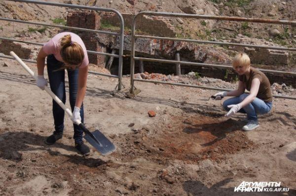 Волонтёров обеспечили необходимым инвентарём.