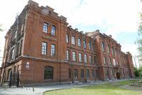 На строительство училища  было израсходовано более  102 тысяч рублей