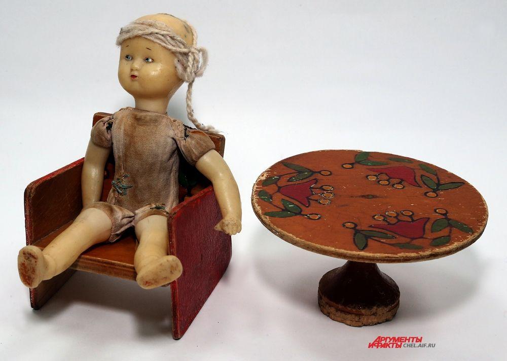 Пупс (опилки),столик и кресло
