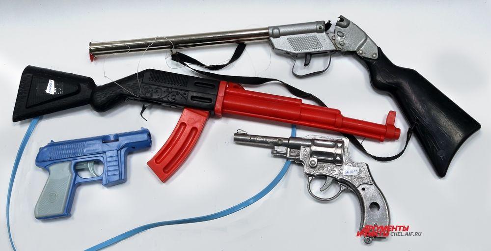 Пистолеты,ружьё,автомат