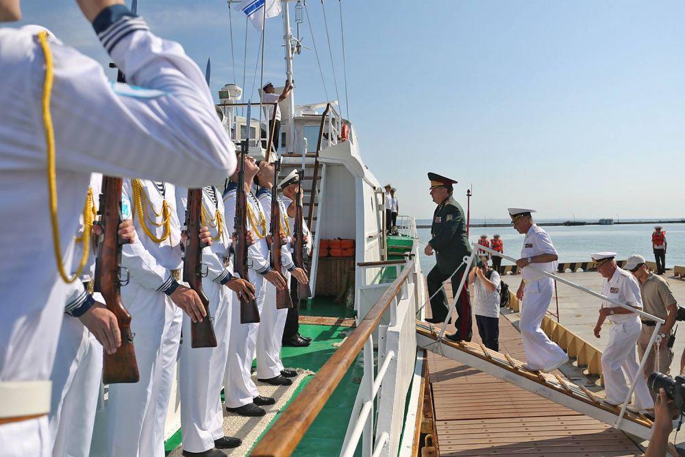 В день ВМС были представлены также самые лучшие корабли украинского флота