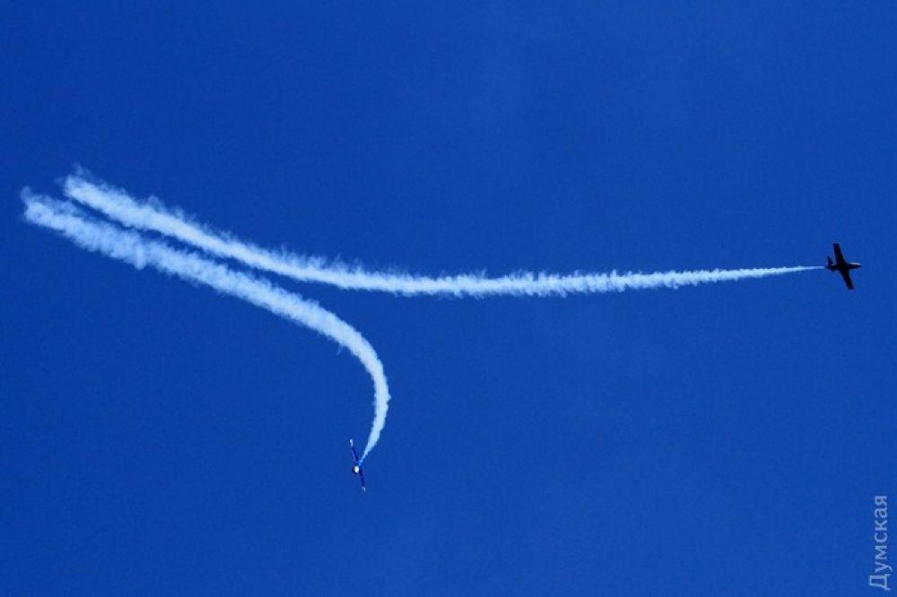 Летчики показывали чудеса на виражах