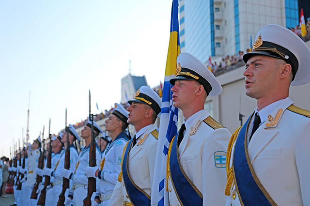 Построение моряков на праздновании дня ВМС Украины