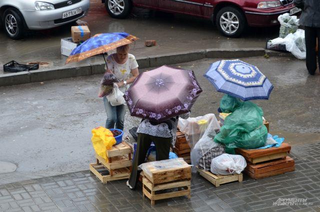Сильные дожди затопили улицы города.