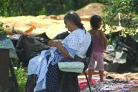 Летом выселенным цыганам и на улице неплохо, а что будет дальше?