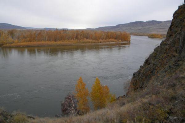 С высоты скалы открывается великолепный вид на реку.