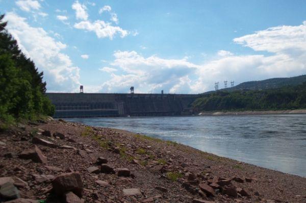 Вид на красноярскую ГЭС