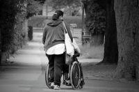 Признавать ли человека инвалидом, решает целая комиссия.
