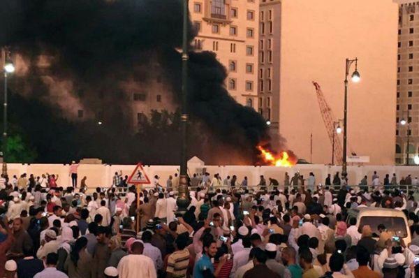 В результате взрыва погибли смертник и четверо сотрудников сил безопасности. Сообщается, что еще четыре человека находятся в тяжелом состоянии.