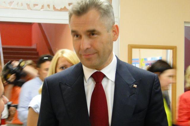 Астахов является автором ряда книг просветительско-правового содержания.