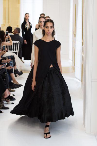 Ну и как всегда у девушки обязательно должно быть черное платье, в даном случае - от-кутюр